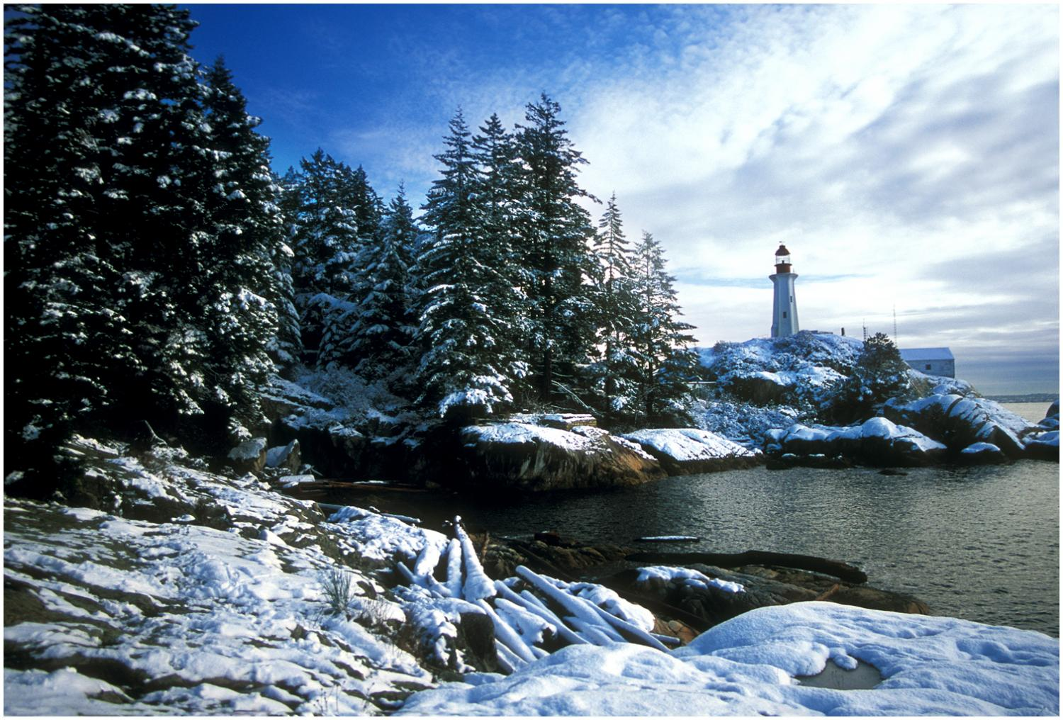 Lighthouse Winter